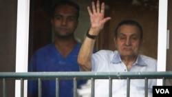 Hosni Mubarak na prozoru vojne bolnice