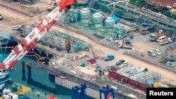 Khu vực xây dựng bức tường ngăn nước nhiễm phóng xạ rò rỉ ra biển tại nhà máy điện hạt nhân Fukushima Daiichi đã bị hư hại