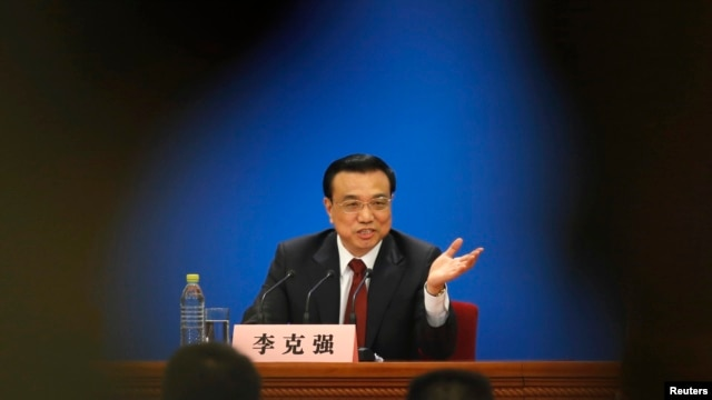 China's newly-elected Premier Li Keqiang gestures during his news conference in Beijing, March 17, 2013.