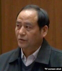 吴颖的父亲吴希勇在庭上陈词 (电视截图)