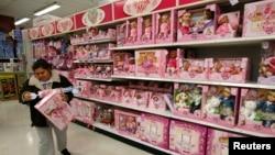 2011年1月14日在华盛顿地区的一家大型玩具商店整个货架都是中国制造的玩具
