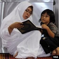 Nilai-nilai agama dan moralitas, menurut Komnas Perempuan, sering dikutip sebagai dasar bagi berbagai perda yang mendiskriminasi perempuan.