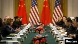 Ненсі Пелосі зустрічається з китайськими законодавцями