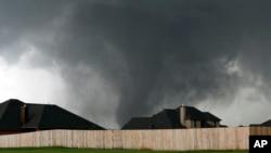 在2013年5月20日吹襲奧克拉荷馬的龍捲風