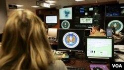 Para anggota tim penyelidik kejahatan cyber di Amerika.
