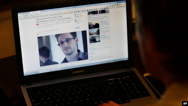 Tom Grundy, an activist, blogger and co-organizer supporting Edward Snowden's campaign, browses the live chat with Snowden on the Guardian website in his house in Hong Kong, June 17, 2013.