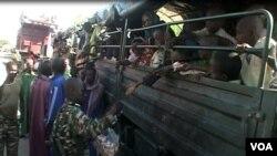 Des réfugiés nigérian à Fotokol, Cameruon, le 19 avril 2017. (M.E. Kindzeka/VOA)