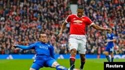 Le champion 2016, Leicester City contre Manchester United lors d'un match à Old Trafford, 5 janvier, 2016.