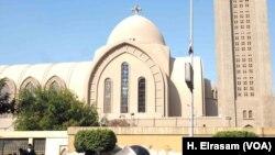 کلیسای جامع «سنت مارک» در قاهره روز یکشنبه هدف بمبگذاری قرار گرفت که در اثر آن دست کم ۲۵ نفر کشته شدند