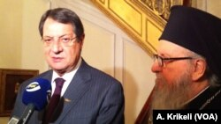 O Πρόεδρος της Κυπριακής Δημοκρατίας με τον Αρχιεπίσκοπο Δημήτριο