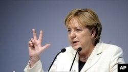 默克爾與奧巴馬通電商討歐債危機。