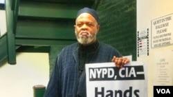Presiden Dewan Kepemimpinan Islam Metropolitan New York, Imam al Haj Talib Abdur al Rashid (Foto: VOA/Adam Phillips)