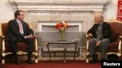 AQSh Mudofaa vaziri Eshton Karter Afg'oniston rahbari Ashraf G'ani bilan, 21-fevral, 2015