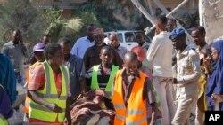 Abanyesomaliya bateruye umuntu yishwe n'igitero ca mombe ku nyubakwa ya reta i Mogadishu, Somaliya.