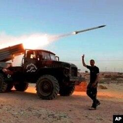 Des rebelles libyens à l'oeuvre