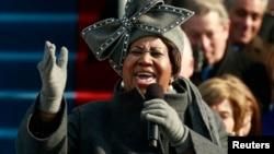 Aretha Franklin chante lors de la cérémonie d'inauguration du président Barack Obama à Washington, le 20 janvier 2009.