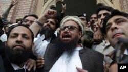Hafiz Saeed, thủ lĩnh đảng tôn giáo Jamaat-ud-Dawa, bị cáo buộc chủ mưu vụ tấn công năm 2008 ở thành phố Mumbai, Ấn Độ. Ông ta được một tòa án Pakistan trả tự do hôm 22 tháng 11, 2017.