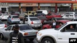 Очередь за бензином в Венесуэле