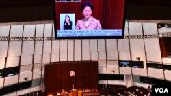 香港特首林郑月娥出席2019年首次立法会答问大会 (美国之音汤惠芸 1月10日)