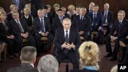俄羅斯總理普京星期二向支持者講話