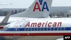 Una de las aeronaves pertenece a la empresa American Airlines.