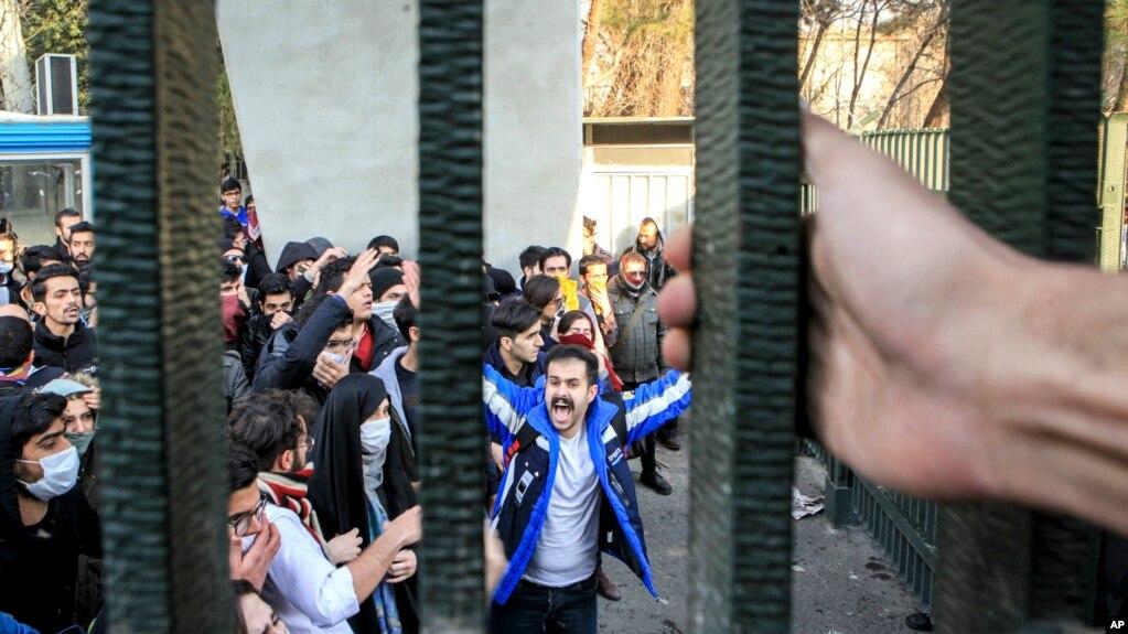 İran rejiminə ana dili tələbi