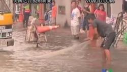 2011-10-28 美國之音視頻新聞: 泰國總理稱無法阻止洪水衝進曼谷