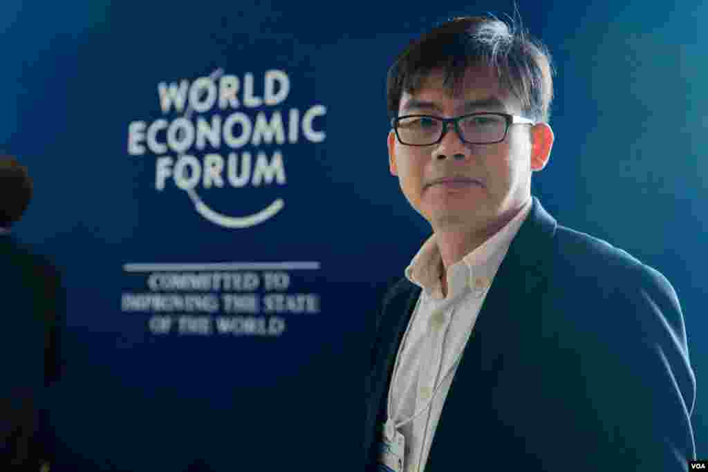 Chhang Vannarith, chairman of the Cambodian Institute for Strategic Studies, attends World Economic Forum on ASEAN, in Phnom Penh, May 11, 2017. (Khan Sokummono/VOA Khmer)