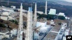ຮູບຖ່າຍທາງອາກາດ ຂອງໂຮງໄຟຟ້ານິວເຄລຍ Fukushima Daiichi ທີ່ໄດ້ຮັບຄວາມເສັຍຫາຍ (18 ມີນາ 2011)