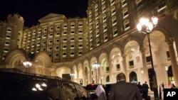 هوتل ریتز کارلتون واقع در ریاض، پایتخت عربستان سعودی، یکی از مجلل ترین هوتل ها در عربستان سعودی خوانده می شود