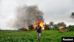 Khoảng 140.000 người, đa số là người Rohingya, đã rời bỏ nhà cửa ở Rakhine năm 2012, trong hai đợt bạo động giữa các tín đồ Phật giáo và Hồi giáo làm ít nhất 200 người thiệt mạng.
