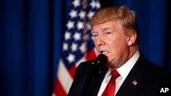 Tổng thống Hoa Kỳ Donald Trump phát biểu tại Mar-a-Lago, Palm Beach, bang Florida, sau khi chiến hạm Mỹ bắn hỏa tiễn Tomahawk vào Syria, ngày 6/4/ 2017.