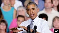 Presiden Barack Obama berbicara di University of Wisconsin di La Crosse, Wisconsin. Lupakan wawancara formal di televisi atau konferensi pers. Obama menggunakan Twitter untuk bicara mengenai olahraga, budaya pop dan berbagai topik lainnya setiap hari.