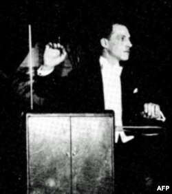 Pronalazač Leon Teremin na koncertu 1924 godine