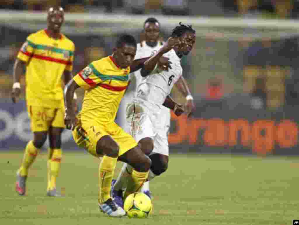 Mali's Traore Abdou (front) challenges Annan Anthony of Ghana during their African Cup of Nations Group D soccer match in FranceVille Stadium January 28, 2012.