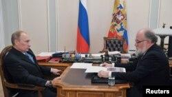 Владимир Путин и Владимир Чуров на встрече в резиденции Ново-Огарево, Подмосковье. 15 октября 2012 года