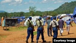 FILE: Zimbabwean police on patrol at the Chingwizi transit camp for over 20,000 people displaced as a result of the flooded Tokwe-Mukorsi Dam. (Photo: Human Rights Watch)