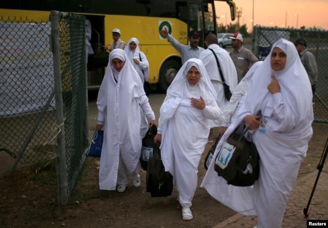 Iranian pilgrims arrive for the annual haj pilgrimage in Arafat outside the holy city of Mecca, Saudi Arabia, Aug. 30, 2017.
