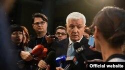 Crnogorski premijer Duško Marković obraća se novinarima posle premijerskog sata u Skupštini Crne Gore 2018. (gov.me)