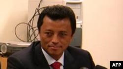 Ông Ravolamanana đã bỏ chạy sang Nam Phi sau khi bị lãnh đạo đối lập Andry Rajoelina lật đổ hồi tháng 3 năm 2009