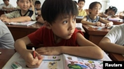 중국 상하이의 한 학교에서 영어 수업을 진행 중이다. (자료사진)