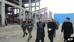김정은 북한 국무위원장이 7일 순천 린비료 공장을 현지지도했다고 관영 '조선중앙통신'이 전했다.