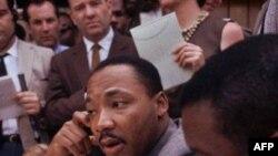 Мартин Лютер Кинг на пресс-конференции в Бирмингеме, штат Алабама. 9 мая 1963 года