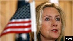 """La secretaria Clinton dijo que """"Irán calcularía mal si no considera toda la región y nuestra presencia en muchos países de la misma""""."""