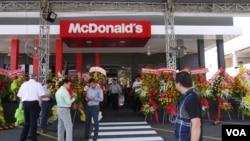 McDonald's kỷ niệm 1 năm hoạt động tại Việt Nam.