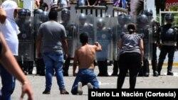 Los estudiantes en Táchira continuaron la protesta tras conocer la muerte del joven liceista de 14 años.