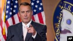 美國眾議院議長共和黨人貝納7月10日在國會山答記者問題。