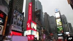 中国在美投资增长迅速。图为纽约时报广场上宣传中国的大屏幕电子广告