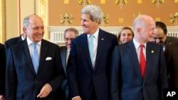 Ngoại trưởng Pháp Laurent Fabius (trái), Ngoại trưởng Hoa Kỳ John Kerry và Ngoại trưởng anh William Hague tại một cuộc họp ở London, 15/5/14