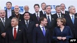 AQSh Davlat kotibasi Xillari Klinton fikricha Yevropada Xavfsizlik va Hamkorlik Tashkiloti kelajagini uning nimaga qodir ekani hal qiladi.
